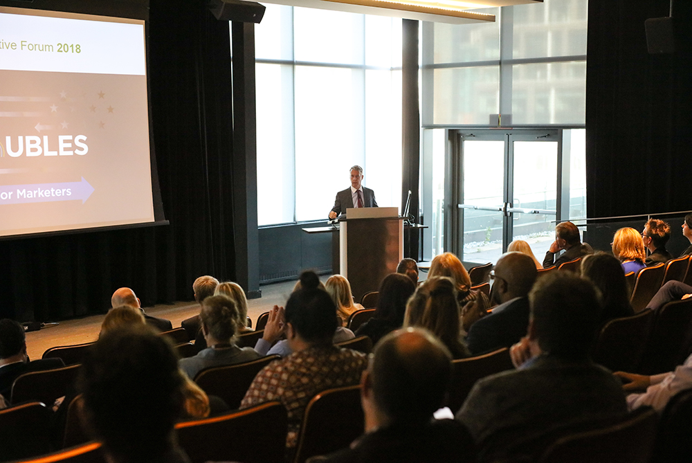 Andrew Leslie, Parliamentary Secretary to the Minister of Foreign Affairs (Canada-U.S. Relations), addresses the audience